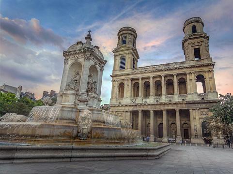 Le Centre Laser Sorbonne à côté de l'église Saint Sulpice à Paris, France